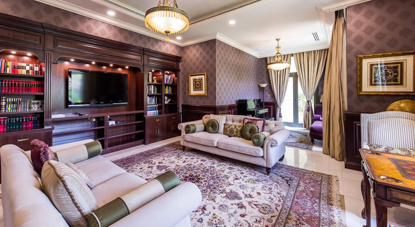 Palatial villa with private beach on Palm Jumeirah